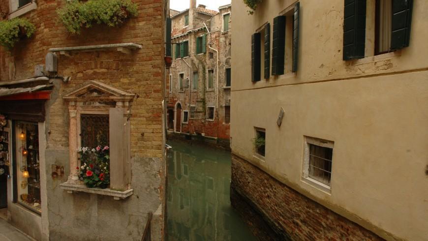 Venice, ph. by Roger Davies, via Flickr
