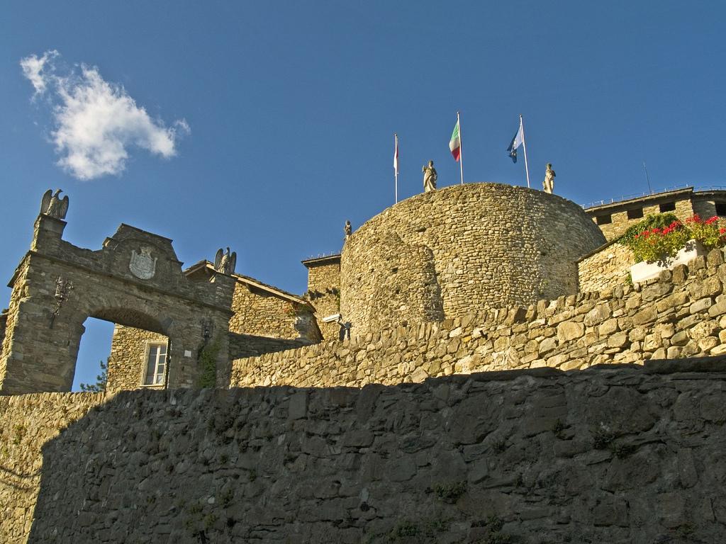 Compiano Castle, Emilia Romagna, Italy, ph. by Ciccio Pizzettaro, via flickr