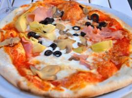 Italian Quattro Stagioni èizza: it is topped with artichokes, black olives, ham and mushrooms