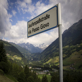 Passo Giovio road sign