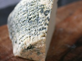 Traditional cheese from Valle Scannese organic farm