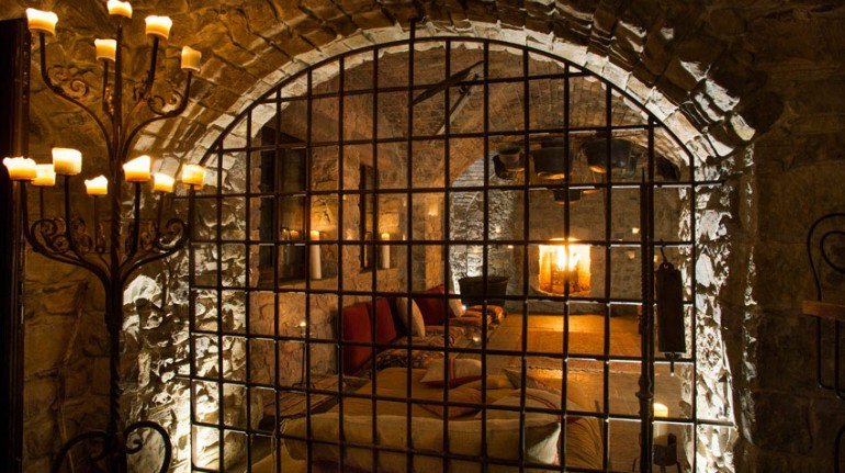 bihind the grating, you can see the cell used as a single room in the hotel eremito (Orvieto, TR)