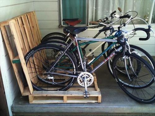 Bike holder made of pallets