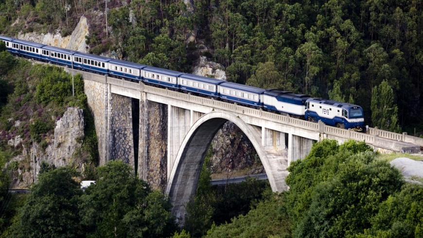 El Transcantábrico Clásico, one of the most beautiful travels by train in the world
