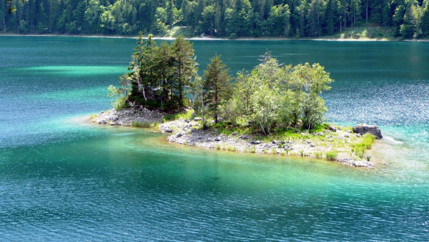 Lake Eibsee, one of the most beautiful lakes of Germany