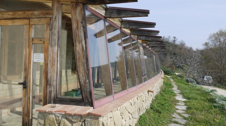 Organic farmhouse Panta Rei, an exemple of how straw houses can become an eco-friendly accommodations