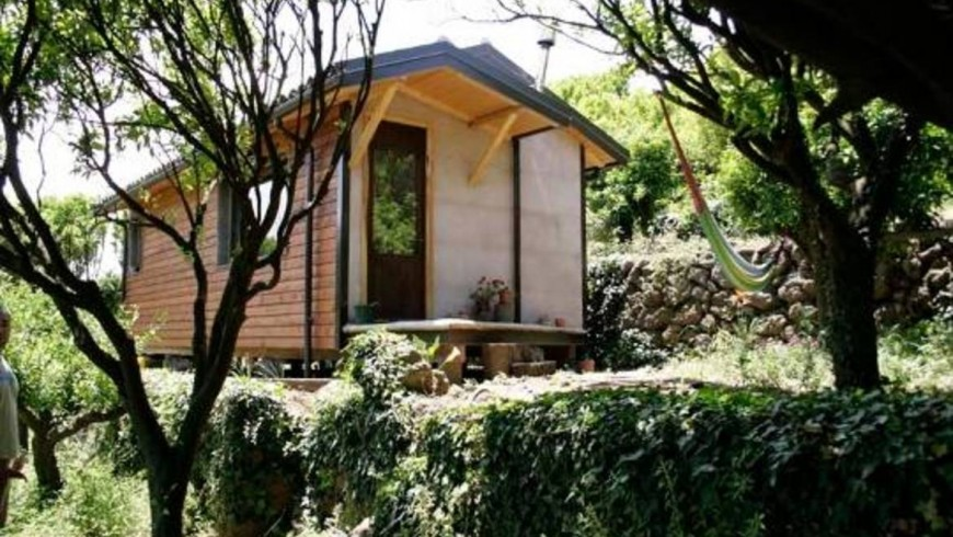 Wooden eco-chalet surrounded by citrus fruit, on the slopes of Etna, unusual accommodations