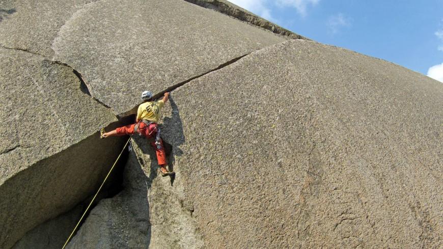 Climbing in Orco Valley - planetmountain.com