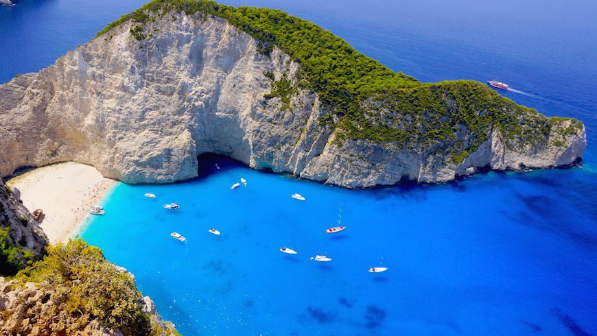 Discover Greece's sea: an idea to experience water and find happiness