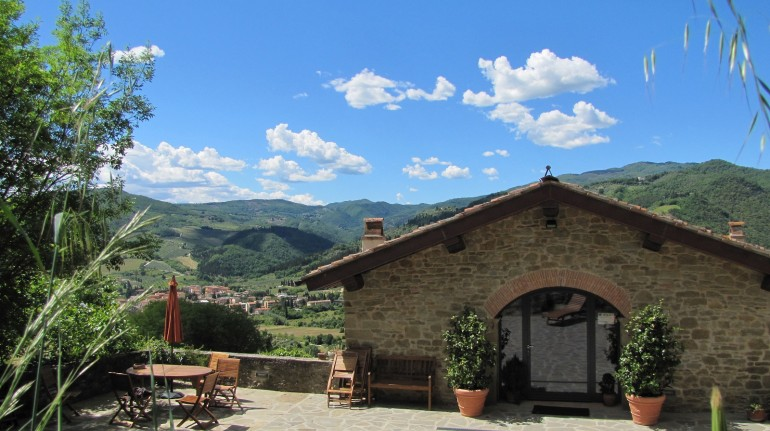 A welcoming organic farm nestled in the hills of Chianti Rufina, in Valdisieve (Tuscany)