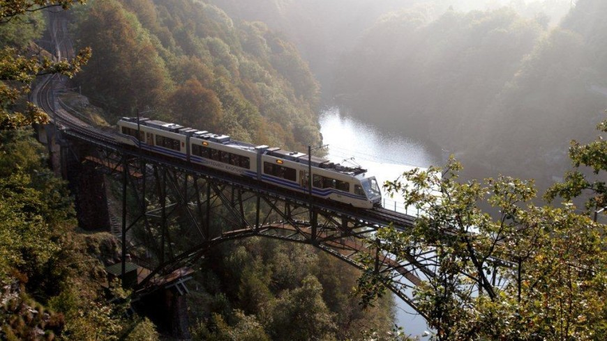 Vigezzina-Centovalli, a train to discover the colors of fall