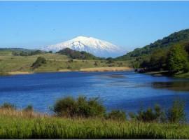 A view of a lak ein te Nebrodi mountains
