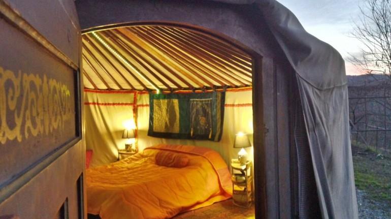 Romantic getaway in Italy in a yurt