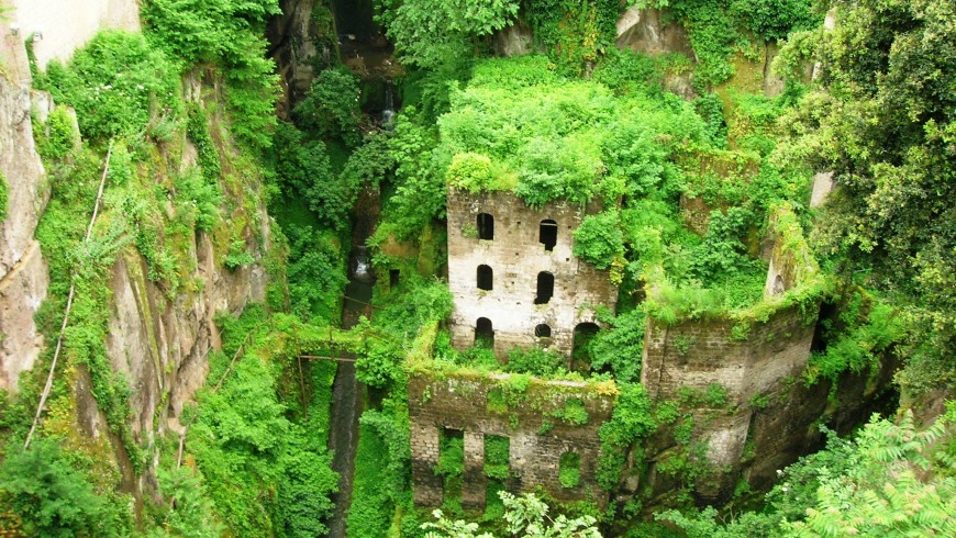 The Vallone dei Mulini, among the magical places of Sorrento