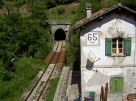 Faentina railway, a train travel on Dante's footsteps