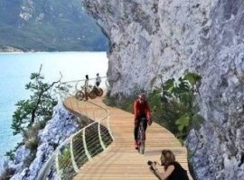 A spectacular new bike path on lake Garda