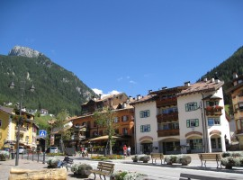Moena is the perfect destination for a Car-free holiday in Trentino