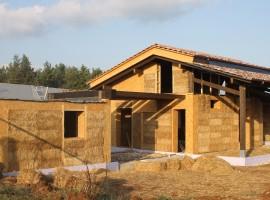 Casa Mattia, a straw house in Lazio