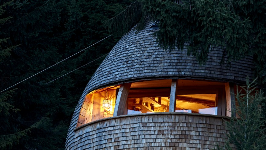 Sleeping in an eco-friendly tree house, watching the stars. Yes you can. Between the Julian Alps, in Italy.