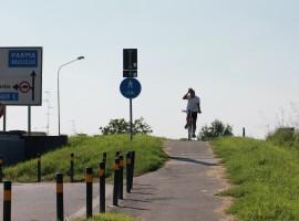 Cycling by Po di Boretto shore