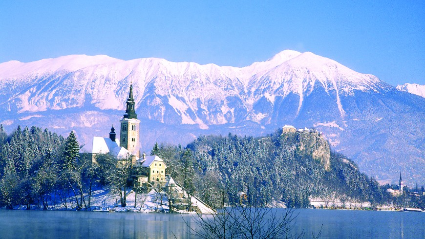 Bled, islet with snow