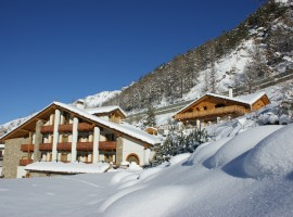 Notre Maison surrounded by snow, the perfect starting point for your excursions