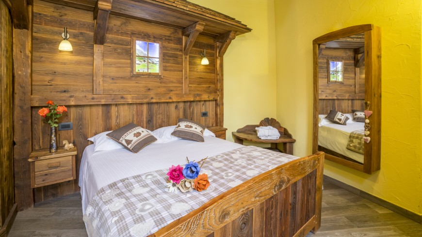 Cosy Double Room made of wood, which reminds us of the atmosphere in the chalet