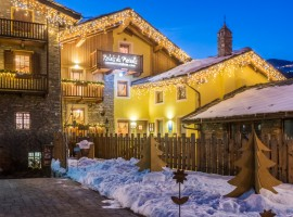 Relais du Paradis during sunset, with Christmas' lights and a little bit of snow!
