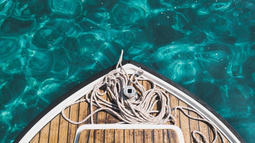 Eco-sustainable boat trip, photo by Chris Lawton via Unsplash