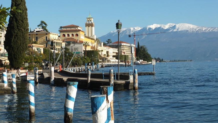 Gardone, lungolago, Lake Garda, photo via wikimedia