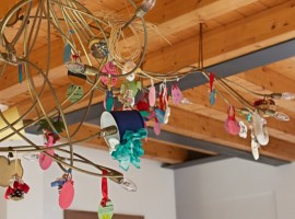 Artistic chandelier made of recycled products, Casa Francesca, Lake Garda