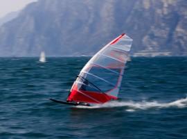 Windsurf, photo by Henry Gressmann via Unsplash