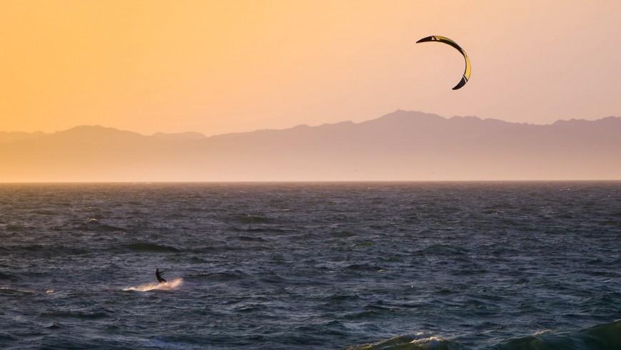Kitesurfing, photo by Tim Martin via Unsplash