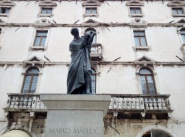 Statue of the Croatian writer Marko Marulić. Photo by S. Ombellini