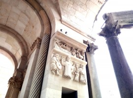 Admire the decorations of Diocletian's Mausoleum