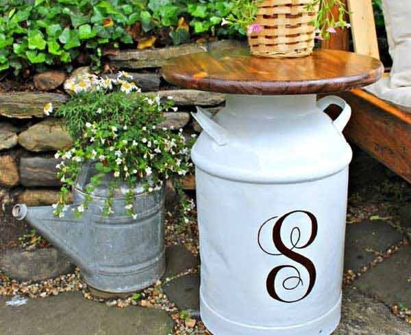 Vintage side table, garden, photo via Pinterest