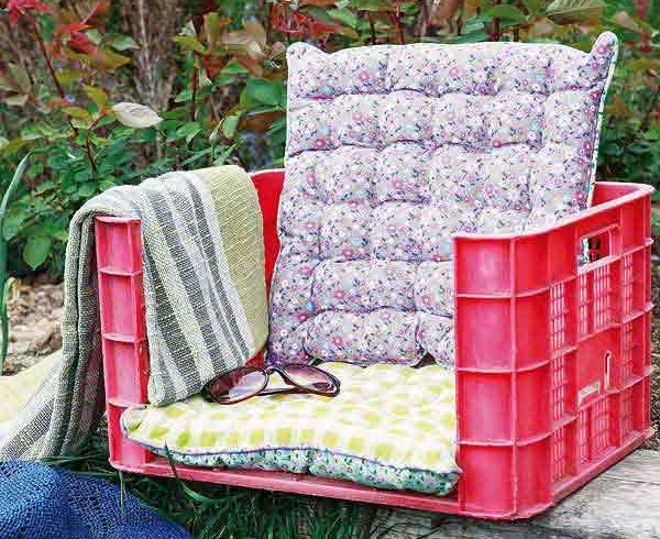 Lawn chair, made from an old fruit box, photo via Pinterest