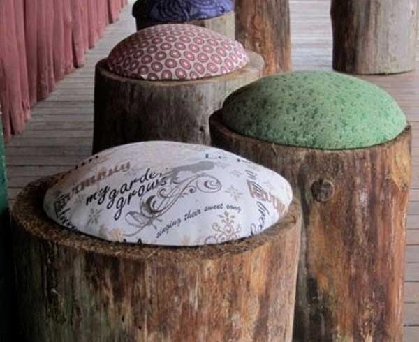 Wood stools, garden, photo via Pinterest