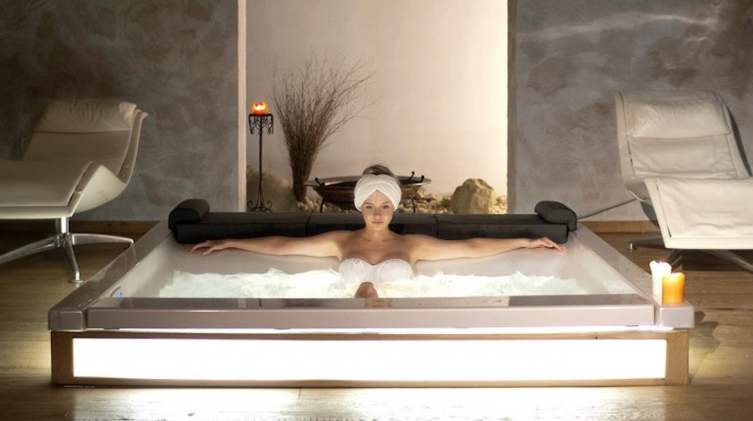 Hotel's hot tub: your wellness getaway in Italy