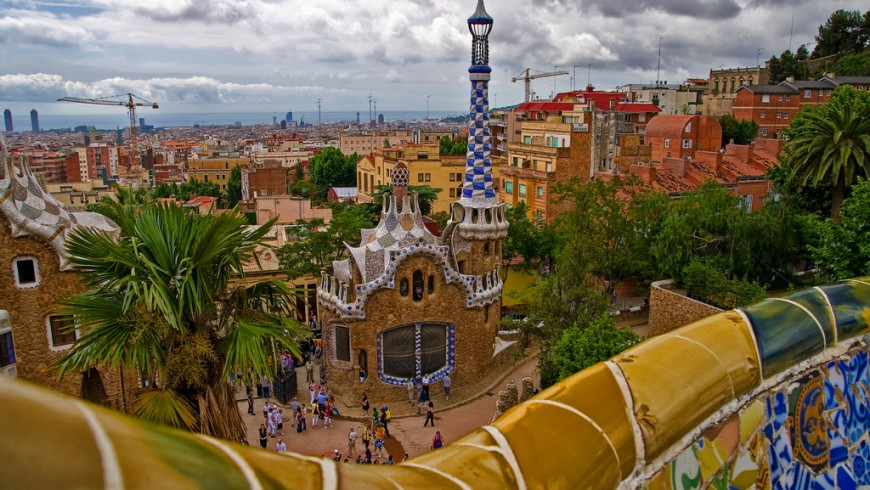 Parc Güell, Barcelona, colors on holiday, photo by Umberto Nicoletti via flickr
