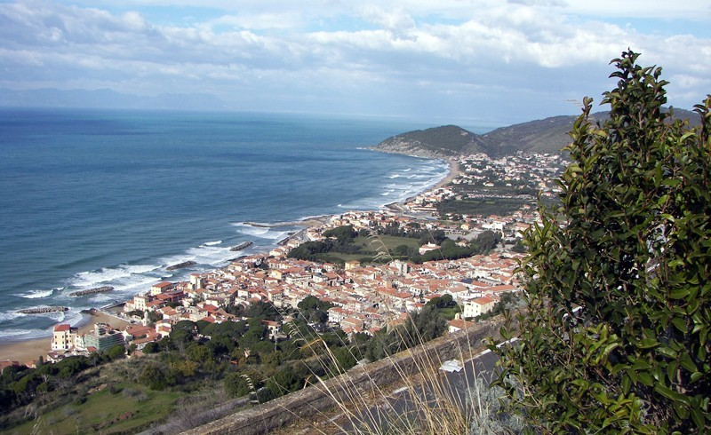A view from Cilento, Santa Maria di Castellabate, photo by Wikimedia commons