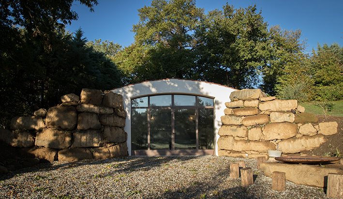 Sustainable luxury in Tuscan maremma: the holistic space of an organic farmhouse