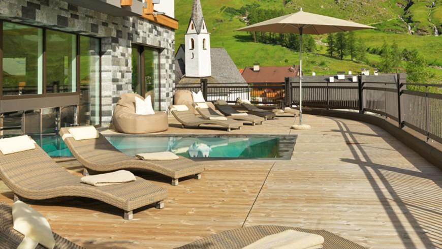 Eco-hotel's green pool