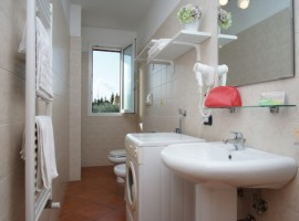 Bathroom. Consumption is minimised thanks to water-flow reducers