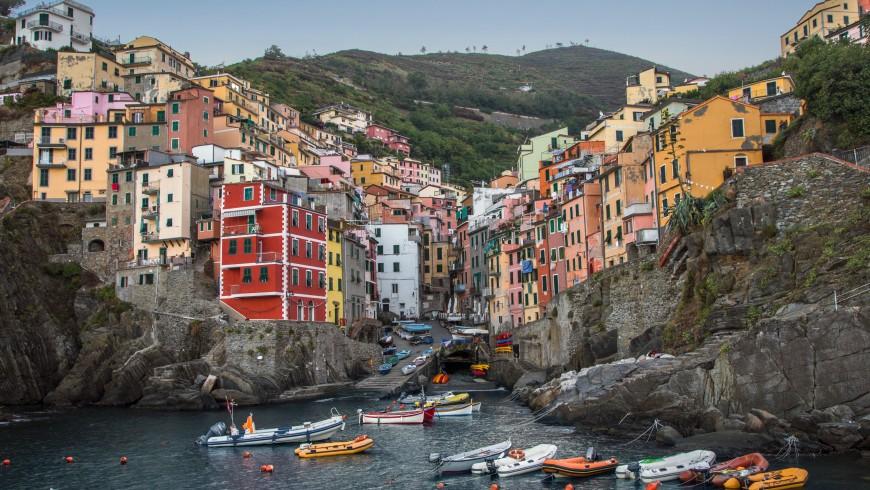 Cinque Terre, photo by Raul Taciu via Unsplash