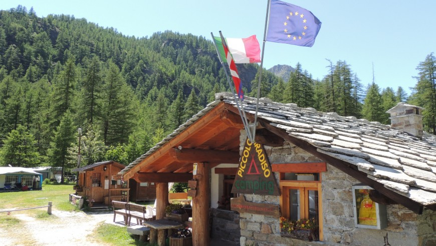 House made of wood and local stones, at the entrance of Piccolo Paradiso camping