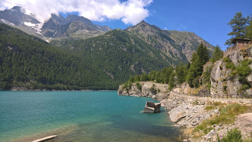 The tour around Ceresole Reale Lake is suitable for everyone