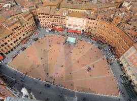 Top-down view of Piazza del Campo, Siena - Ancora del Chianti