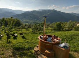 Have a bath inside a natural environment at La Fontaccia