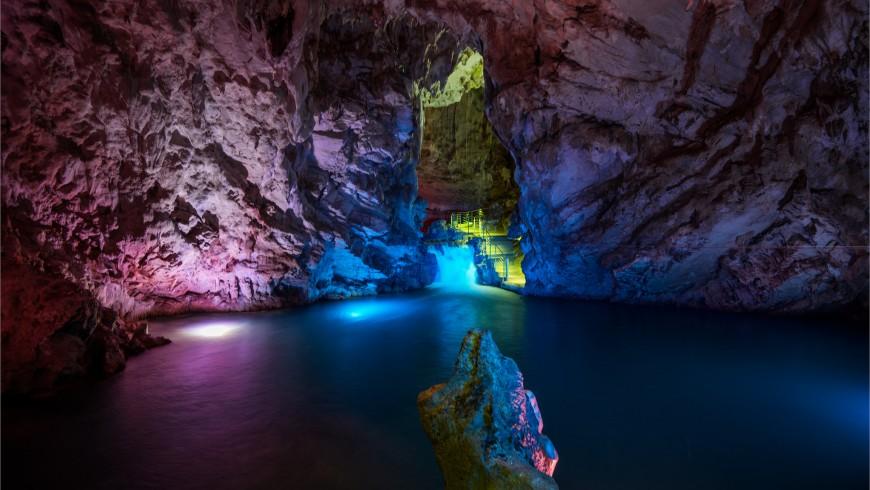 Petrosa Caves, Campania.